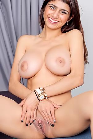 Khalifa lesbian mia Mia Khalifa