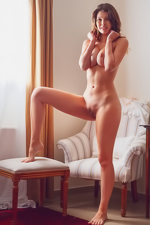 Stefania Shows Her Perfect Naked Body
